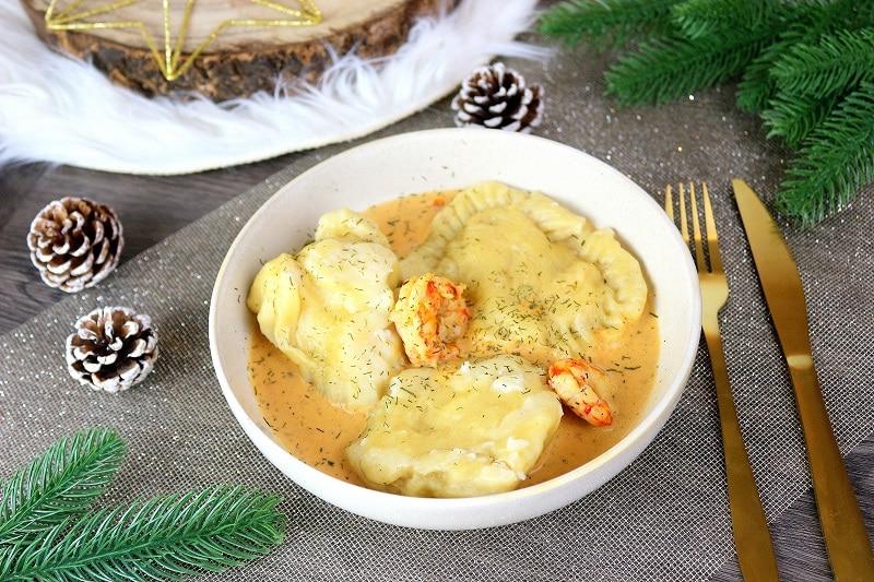 Recette de ravioles de gambas aux légumes accompagnée de leur crème. Une recette idéale pour les fêtes.