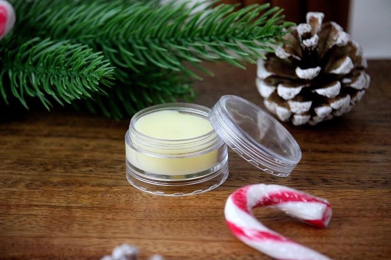 Recette pour faire un baume à lèvres maison avec des ingrédients naturels. Une recette rapide et facile à faire.
