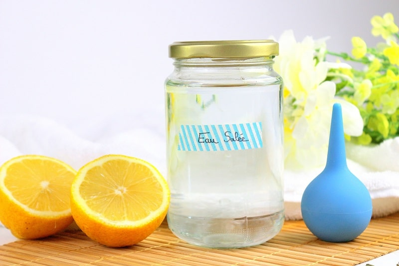 Eau salée pour nettoyer le nez et éliminer les pollens et jus d'agrumes contre les allergies.
