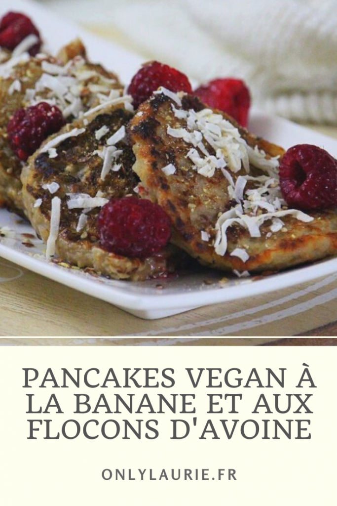 Recette de pancakes vegan à la banane et aux flocons d'avoine. Healthy et gourmande pour un petit déjeuner sain. Rapide et facile à faire.