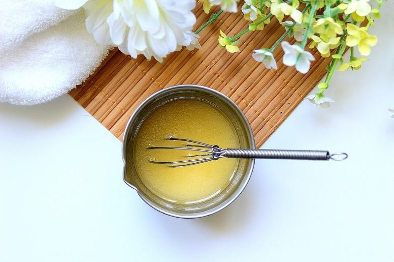 DIY de cosmétique maison de démaquillant. Facile à faire et adapté à tous les types de peaux.