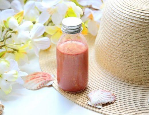 DIY pour réaliser son huile pailletée pour le corps. Une recette de cosmétique maison naturelle et facile à faire.