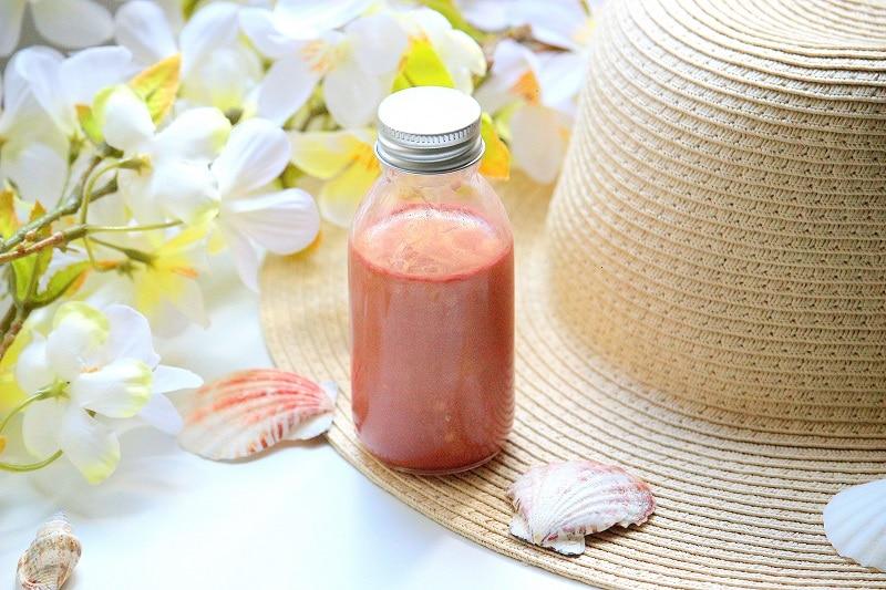 Recette pour savoir comment faire don huile pailletée pour le corps. Une recette de cosmétique maison naturelle et facile à faire.