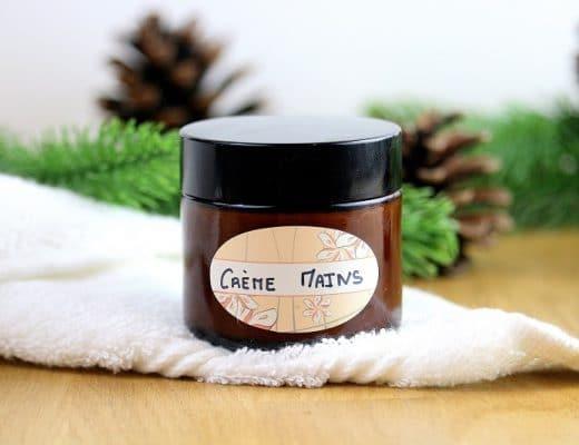 Recette pour faire sa crème pour les mains et des astuces naturelles pour avoir de jolies mains toute douces. Parfait pour réparer les mains sèches ou abimées.